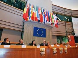 AB Komisyonu Türkiye'yi övgüye layık buldu