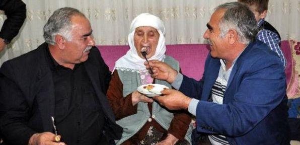 Ayşe nine 111. yaş gününü kutladı