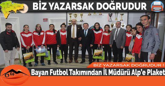 Bayan Futbol Takımından İl Müdürü Alp'e Plaket