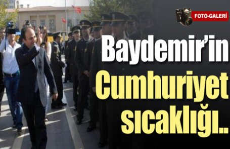 Baydemir komutanla tokalaştı