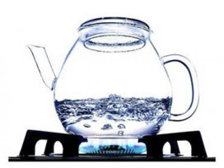 Birlikte yaşadığı kişiyi kaynar suyla haşladı