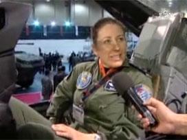 F-16 ilk kez bombaları ile sergileniyor