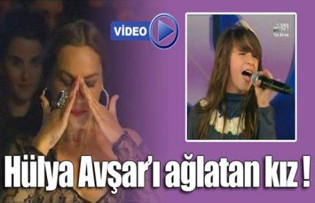 Hülya Avşar'ı ağlatan kız (Video)
