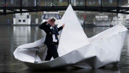 Kağıt gemi yaptı nehri geçti