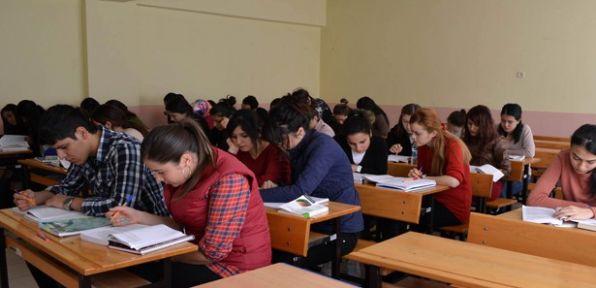 Öğrenciler kitap okuma saatini seviyor